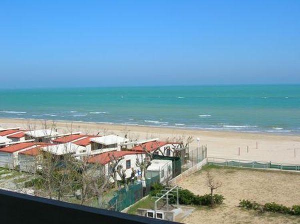 Appartamenti torrette di fano mare localit di mare marche for Ascensore casa sulla spiaggia